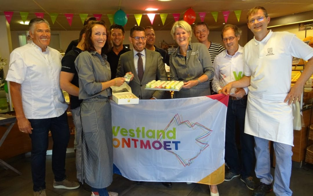 Burgemeester Bouke Arends start actie 'ontmoetingsgebakjes'